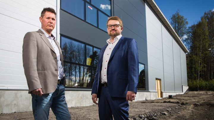 Mustasaaren kunnan kehitysjohtaja Mikael Alaviitala ja myyntijohtaja Petteri Saarinen WasaGroupista.